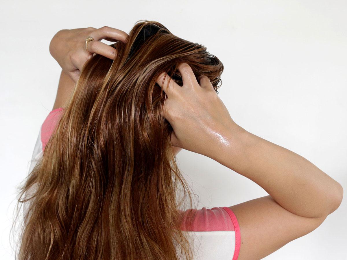 صورة افضل زيت لتنعيم الشعر , اروع انواع الزيت لروعه وجمال الشعر