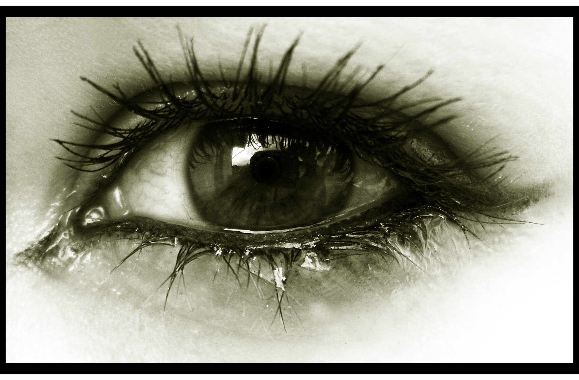 صور صور عيون حزينه , صور عين تبكي