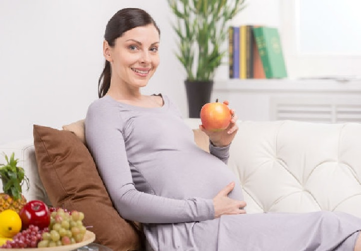 صورة تغذية الحامل في الشهر الاول , جدول زمنى و نصائح هامه لتغذيه الام فى اوائل الحمل
