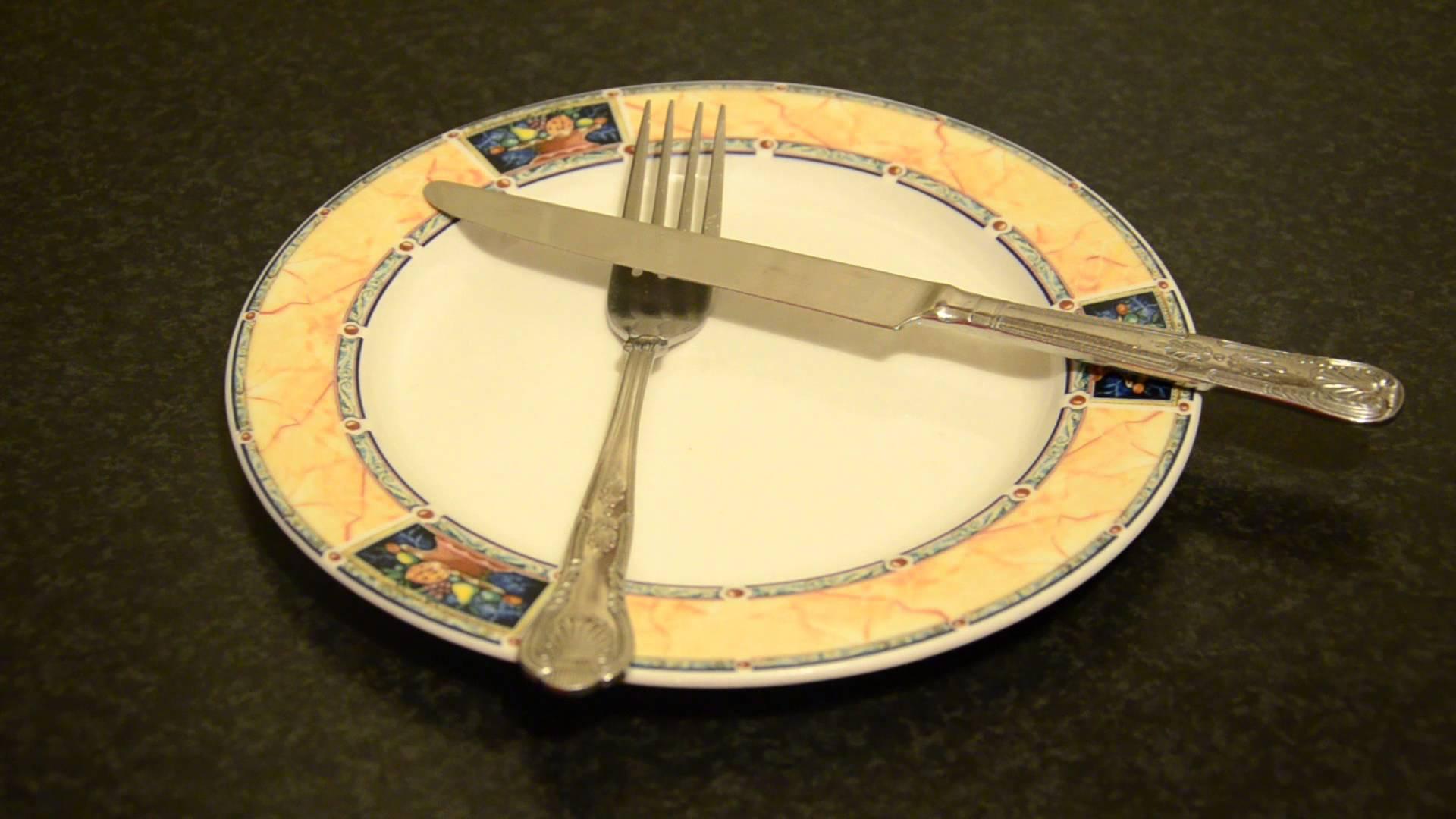 بالصور اتيكيت الشوكة والسكين , افضل اتيكيت للطعام 2378 5