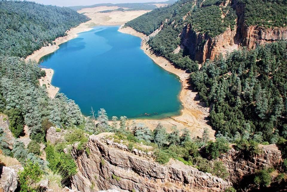 بالصور اكبر بحيرة في العالم , اعظم بحيره فى العالم 3377 1