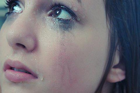 بالصور صور دموع حزينه , فوائد وانواع الدموع 3948 1