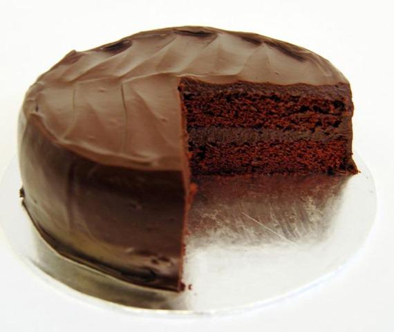 صورة طريقة عمل كيكة الشوكولاته منال العالم , اروع طريقه لعمل كيكه بصوص الشوكولاته من منال العالم