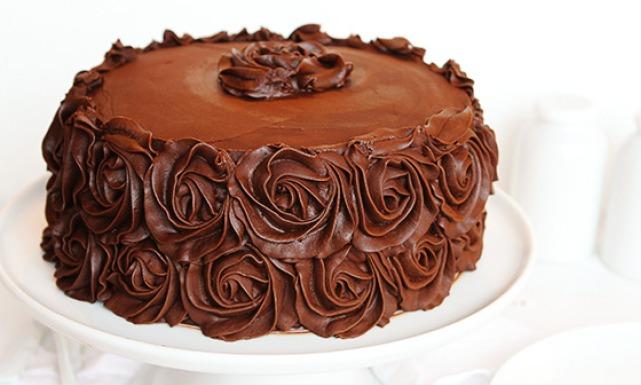 بالصور طريقة عمل كيكة الشوكولاته منال العالم , اروع طريقه لعمل كيكه بصوص الشوكولاته من منال العالم 4272 2