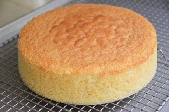 بالصور طريقة عمل الكيكة الاسفنجية بالصور , طرق بسيطه لعمل الكيكات الاسفنجيه المختلفه الرائعه 1215 3
