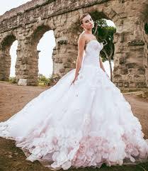 صورة فساتين زفاف للمحجبات , شراء بسعر الايجار