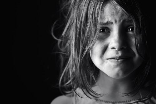 بالصور طفلة حزينة , صور مؤثرة جدا لبنات حزينه وحيدة 646 1