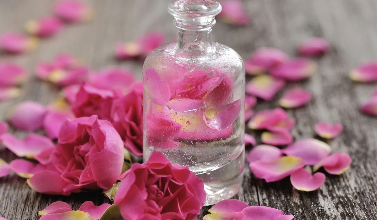 صور استخدامات ماء الورد , استعمال ماء الورد للبشرة والجسم