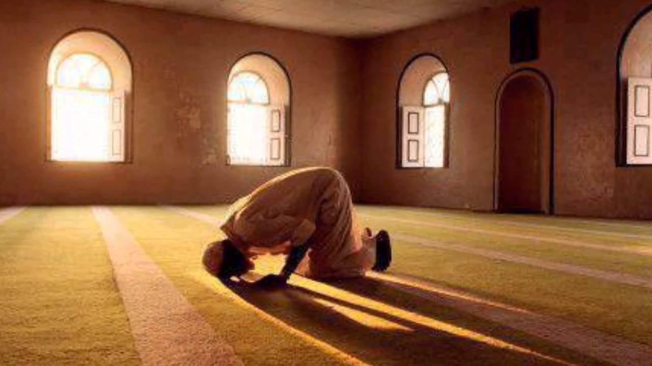 بالصور رؤية شخص يصلي في المنام , تفسير حلم الصلاه فى المنام 5365