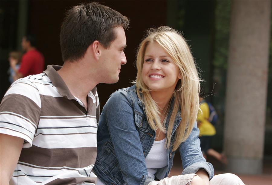 بالصور كيف تخلي البنت تحبك , طرق لتجعل الفتاة تعجب بك 3743 2