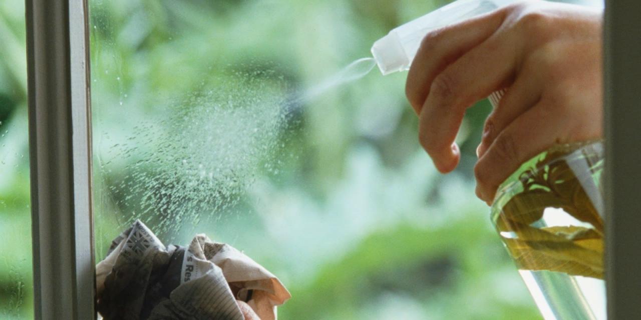 صورة طريقة تنظيف الزجاج , كيف اجعل الزجاج لامع
