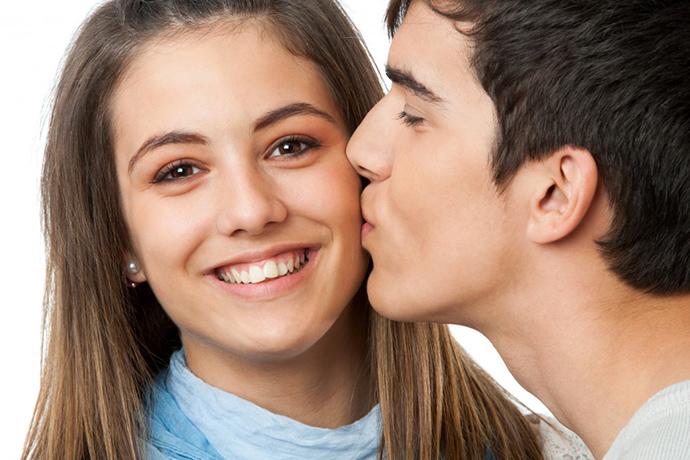 بالصور تفسير حلم التقبيل , معنى التقبيل في المنام 12736