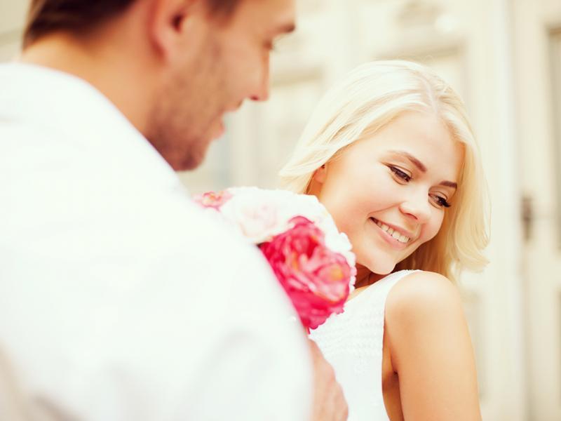 صورة كيف يتصرف الرجل عندما يحب , طريقة حب الرجل