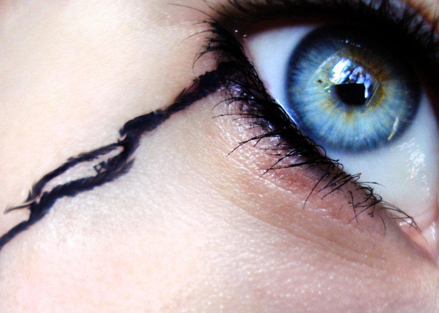 صورة صور عيون تبكي , بوستات لعيون حزينة باكية